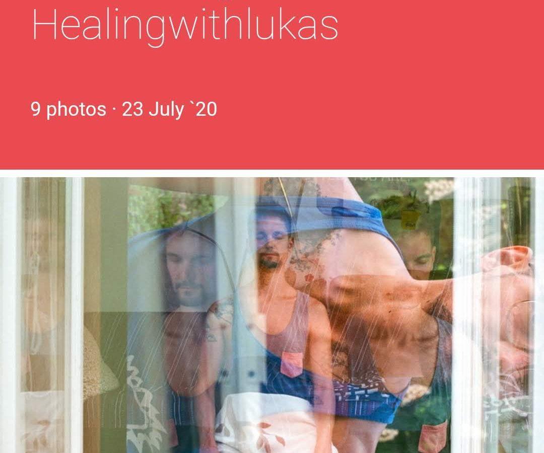 """Das Bild zeigt einen Screenshot eines Mobiltelefons. Es zeigt den Titel """"Introducing healingwithlukas"""" und ein Bild, auf dem ich meditiere. Der Hintergrund ist hellrot."""